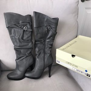 Gray Cathy Jean heeled boots size 5